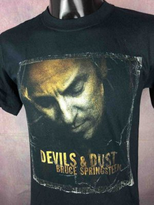 T-Shirt BRUCE SPRINGSTEEN, édition  Devils Dust Tour 2005,  avec license officielle, double face avec liste des dates, marque Anvil, vintage 00s,  Concert Rock