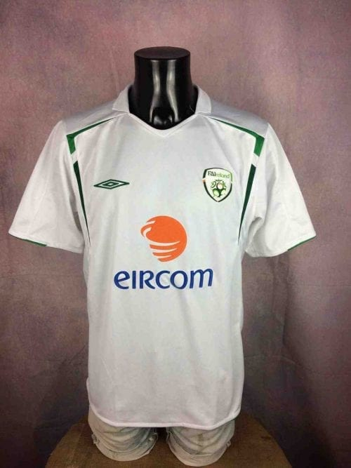 Maillot Irlande , Saison 2005 - 2006, version Away, Marque Umbro, Technologie X Static, Taille XL, Couleur Blanc et Vert, FAI Republic Ireland Eire Jersey Football Homme