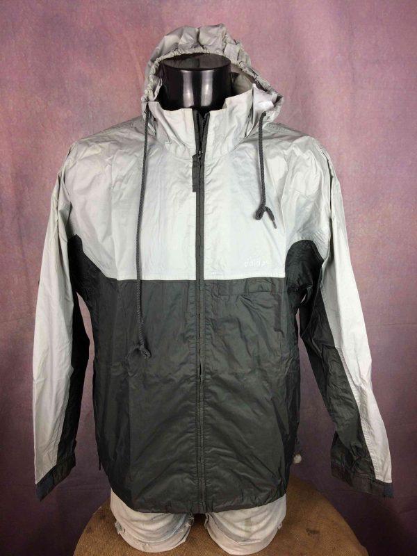"ADIDAS Rain Jacket Veste Chaqueta Waterproof Windbreaker Hood Vintage 2001 K Way - L - 17€ Marque: Adidas 11/01 MENSURATIONS : Taille indiquée / Tag Size: F: 174 / USA: M (= L) - d'aisselle à aisselle = 60 cm environ / armpit to armpit: 23.62"" - du col au bas du vêtement = 74 cm environ / from collar to bottom: 29.13"" - manches : 58 cm / sleeves: 22.83"" 100% polyamide 337g LEGERES TRACES USURE - VERY GENTLY USED* Scroll / Faire défiler annonce"