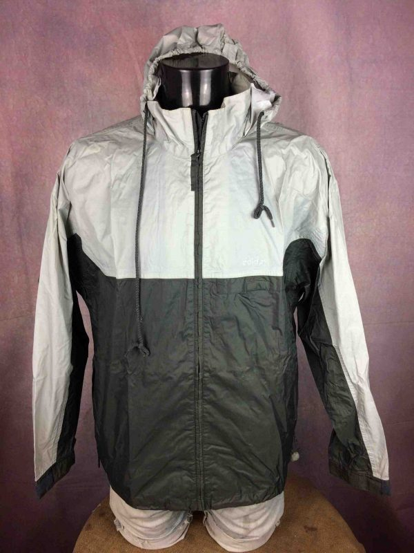 "ADIDAS Rain Jacket Veste Chaqueta Waterproof Windbreaker Hood Vintage 2001 K Way - L - 17€ Marque: Adidas 11/01 MENSURATIONS : Taille indiquée / Tag Size: F: 174 / USA: M (= L) - d'aisselle à aisselle = 60 cm environ / armpit to armpit: 23.62"" - du col au bas du vêtement = 74 cm environ / from collar to  bottom: 29.13"" - manches : 58 cm / sleeves: 22.83"" 100% polyamide 337g LEGERES TRACES USURE - VERY GENTLY USED* Scroll / Faire défiler annonce"