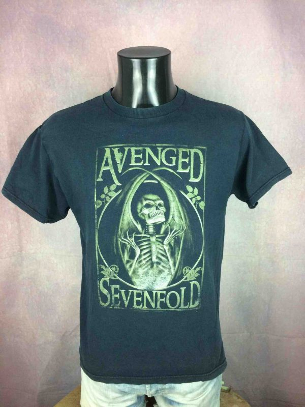 T-Shirt AVENGED SEVENFOLD, Année 2005,  Official License, Véritable vintage 00s,  marque Fruit Of The Loom, Concert Metal Heavy Hard Rock USA