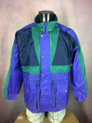 "CHALLENGER Rain Jacket Veste Nylon Windbreaker Waterproof True Vintage 90s Rave - XL - 16€ CHALLENGER  True Vintage 90s  MENSURATIONS : Taille indiquée / Tag Size: 44-46 (= XL) - d'aisselle à aisselle = 62 cm environ / armpit to armpit: 24.4"" - du col au bas du vêtement = 78 cm environ / from collar to  bottom: 30.7"" - manches : 52 cm / sleeves: 20.47"" 100% polyamide 286g PETITES TACHES - SMALL STAINS * Scroll / Faire défiler annonce"