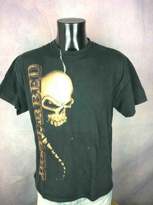 T-Shirt DISTURBED , édition  Indestructible Tour 2009 Music as a Weapon, double face avec liste des dates au dos, Official License, marque Delta Pro Weight, Véritable vintage 00s,  Concert Rock Metal