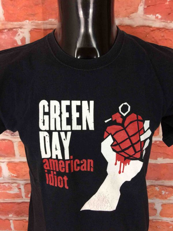 T-Shirt GREEN DAY , édition American Idiot, marque Fruit Of The Loom, Véritable vintage 00s,  Concert Punk Rock Charts Hits Grenade