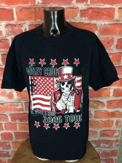 T-Shirt MOTLEY CRUE, édition Red White And Crue Tour 2005, double face avec visuel différent au dos, marque Fruit Of The Loom, Véritable vintage 00s, Concert