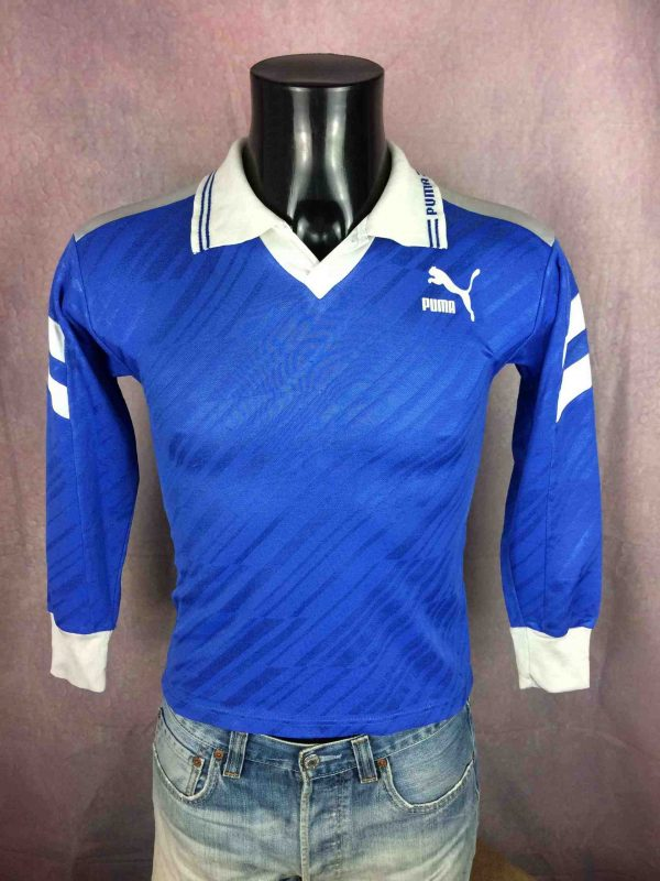 "PUMA Maillot Jersey Camiseta True Vintage 90s Made in France Football Sport - XS - 15€ PUMA True Vintage 90s Made in France    MENSURATIONS : Taille indiquée / Tag size: S (= XS) - aisselle à aisselle =42 cm / armpit to armpit: 16.53"" - du col au bas du vêtement = 56 cm / from collar to  bottom: 22.04"" 70% polyester / 30% coton 161g LEGERES TRACES USURE - VERY GENTLY USED"