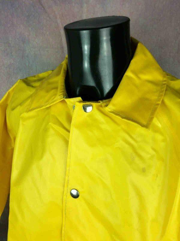 Ciréé Jaune de marque Risa, véritable vintage années 80s, composé de PVC, Made in Swiss, très Old School, veste Imperméable