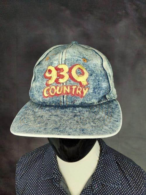 Casquette 93Q Country, Véritable Vintage Année 90, de marque Universal, 100% coton, Made in Taiwan, Taille Unique, Couleurs Blanc - Bleu, Old School Denim Radio USA Jeans Neige Unisexe