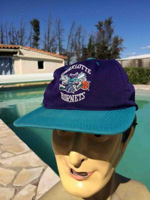 Casquette CHARLOTTE HORNETS, véritable vintage années 90, marque Sport Specialities, Made in Indonesia, logo NBA, visuels brodés, Street Cap Gorra Hat Snapback Basketball