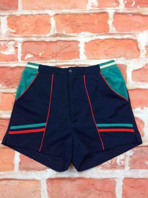 Shorts vintage années 80, équipement tennis old school, taille élastique, fermeture bouton et zip, match court design tournoi