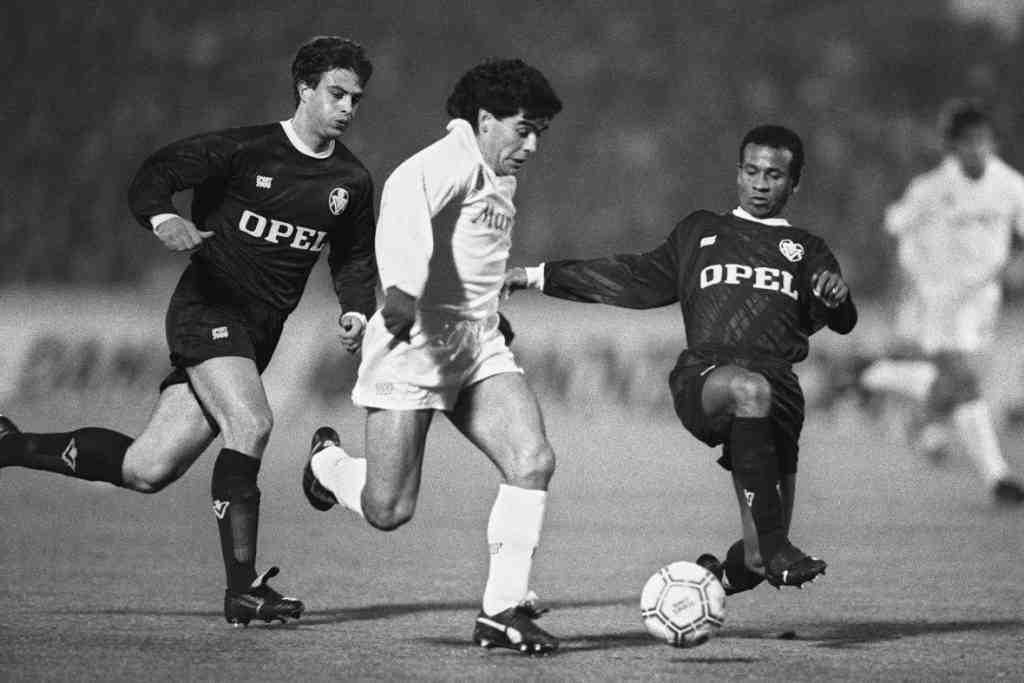 maradona et bordeaux - Combien coûte un maillot de football vintage?