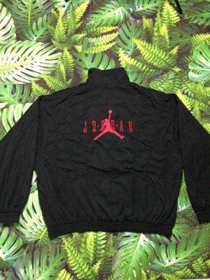 Veste AIR JORDAN Vintage, Marque Nike, Années 90s, Jumpman, Eléments extérieurs brodés, Intérieur Matelassé, Patch intérieur cousu, Bomber Basketball NBA Chicago Bulls Homme