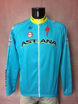 Veste Astana Pro Team, Saison 2014, Sponsors Specialized, Logo UCI Pro Tour, Marque Moa, Made in Albania, Tour de France, Taille L, Couleur Bleu et Jaune, Cyclisme Homme