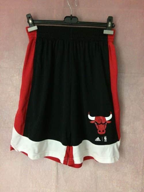 Chicago Bulls Shorts, Saison 2016, Marque Adidas daté du 02/16, Logo NBA, taille élastique et cordon, Taille M, Couleur Blanc, Rouge, Noir, USA Basketball Sports Athletics Homme