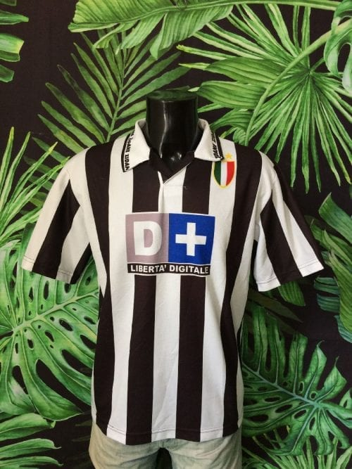 Maillot Juventus, version Home, saison 1998 2000, Floqué Zidane N°21, Replica, Véritable Vintage Années 90s, Sponsor D+, Taille M, Couleur Noir- Blanc, Italy Serie A Football Homme