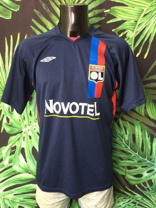 Olympique Lyonnais Maillot, Floqué Benzima N°10, Saison 2007 - 2008, Version Third, Sponsor Novotel, Replica, Taille L, Couleur Bleu - Blanc - Rouge, OL France Ligue 1 Football Homme