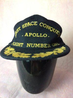 Casquette Apollo First Space Conquest, Flight Number One, Véritable vintage année 70s, Visuels imprimés, Taille Unique, Couleurs Bleu et Jaune, US Astronaut Hall of Fame Fusée Nasa Unisexe