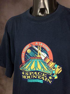 T-Shirt Space Mountain, De La Terre à La Lune, Disneyland Paris, Official licence Disney Fashions, Véritable vintage années 90s, Pur coton, Taille XL, Couleur Bleu, Parc à thèmes Euro France Homme