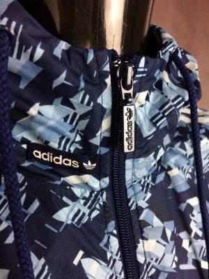 Windbreaker Adidas, Capuche, Trefoil, Intérieur Doublé, 100% Polyester, Année 2009, Taille L, Couleur Bleu et Blanc, Coupe-Vent Veste Design Sport Sportwear Streetwear Unisexe