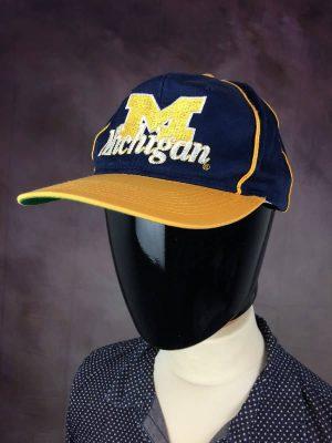 Casquette Michigan, Véritable Vintage Années 90s, Marque The Game, Made in Korea, Taille Unique, Couleurs Bleu et Jaune, Snapback USA University Unisexe